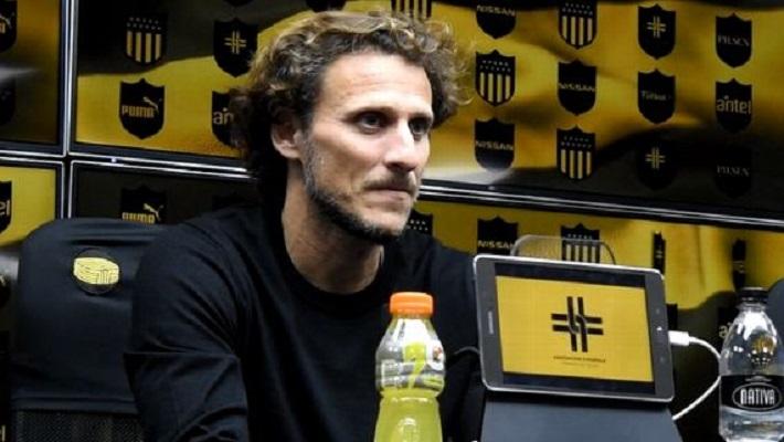 doacao-de-seu-salario-por-conta-da-covid-19-e-falso-garante-forlan-Futebol-Latino-25-04