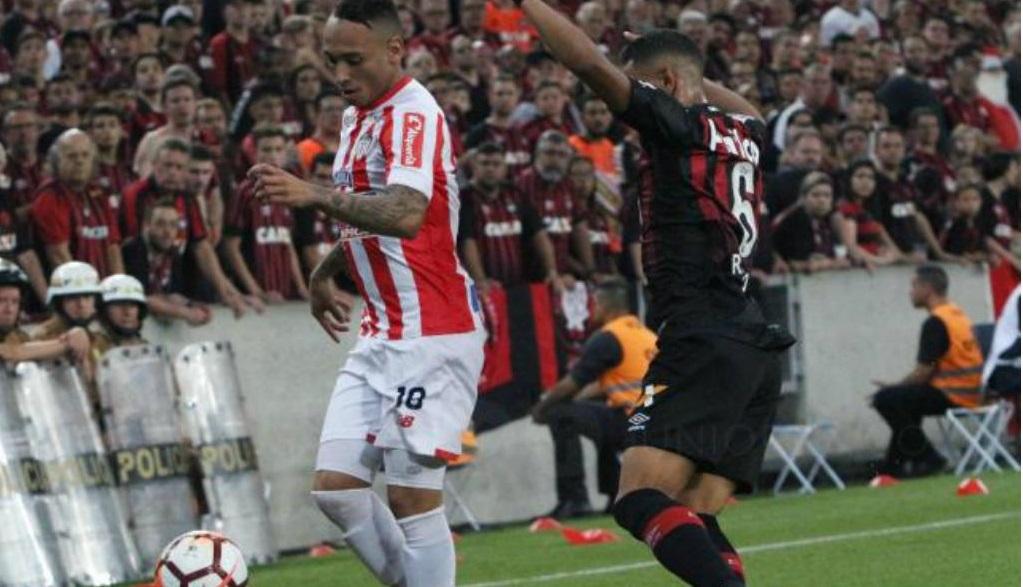 meia-revela-sonhar-com-penalti-perdido-em-final-da-sul-americana-Futebol-Latino-04-04