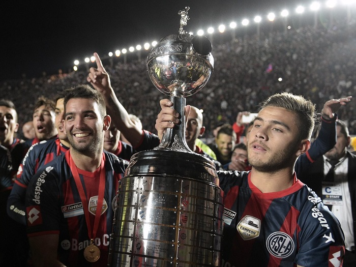 meia-campeao-da-libertadores-pelo-san-lorenzo-provoca-arquirrival-Futebol-Latino-18-05