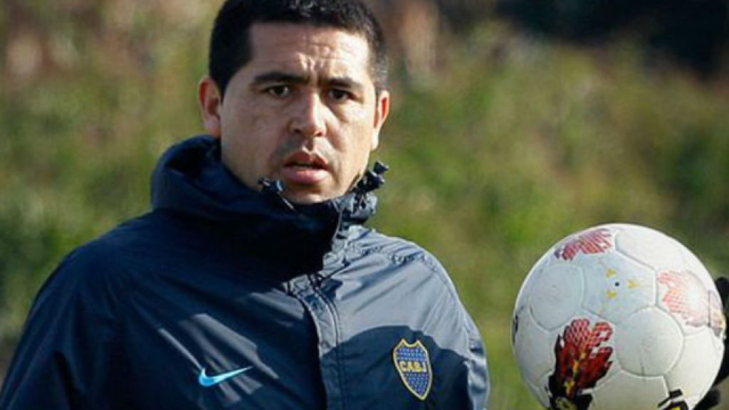 riquelme-estaria-em-rota-de-colisao-com-outro-dirigente-do-boca-juniors-Futebol-Latino-04-05