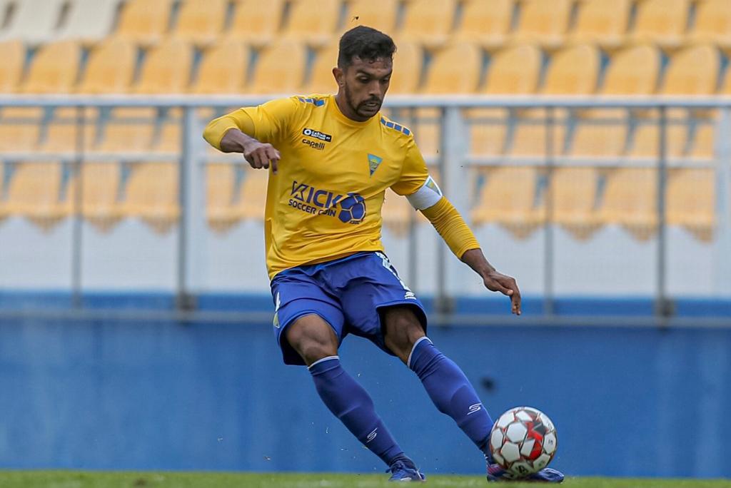 zagueiro-ex-santos-questiona-termino-da-segunda-divisao-em-portugal-Futebol-Latino-20-05[