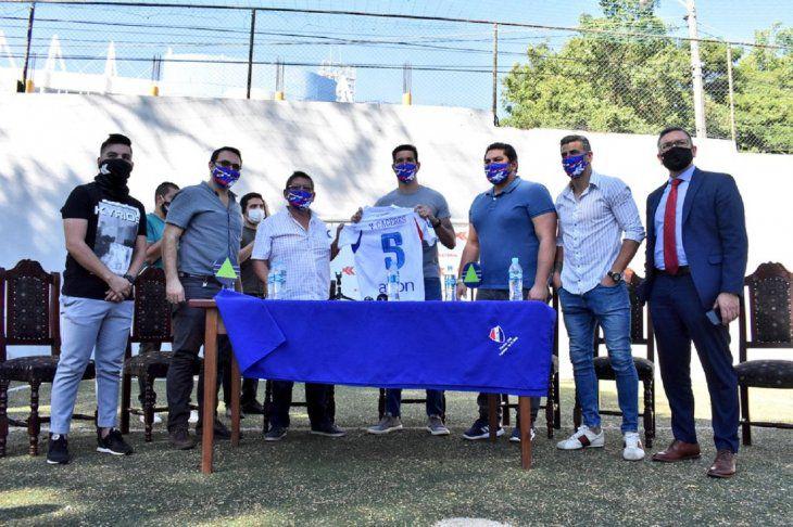 apresentacao-de-ex-flamengo-tem-diversas-violacoes-de-protocolo-Futebol-Latino-23-06