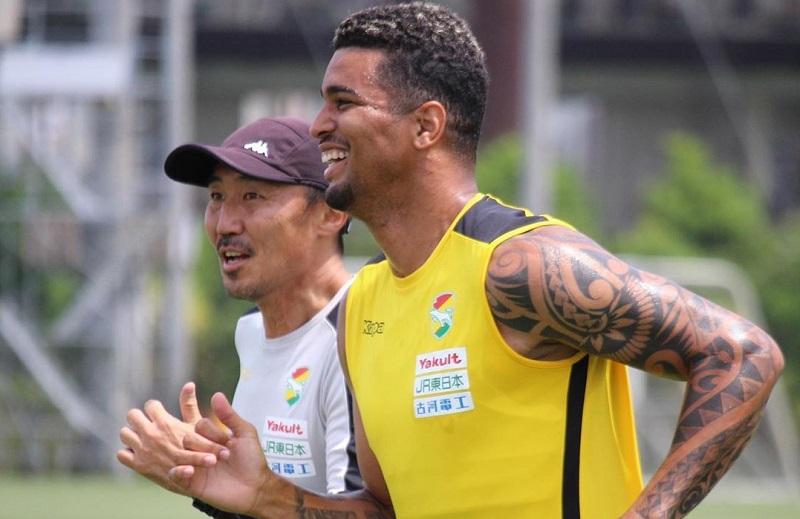 ex-vitoria-comenta-expectativa-para-retorno-dos-campeonatos-no-japao-Futebol-Latino-18-06