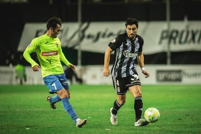 jogador-com-passagem-pelo-brasil-provoca-chilenos-Futebol-Latino-01-07