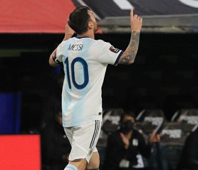 Argentina-Equador-1-Eliminatórias-Futebol-Latino-08-10