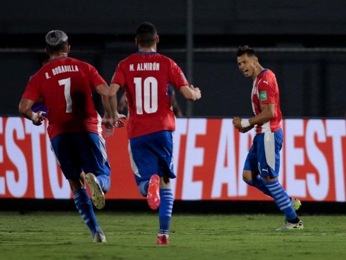 Paraguai-Peru-2-Eliminatorias-Futebol-Latino-08-10