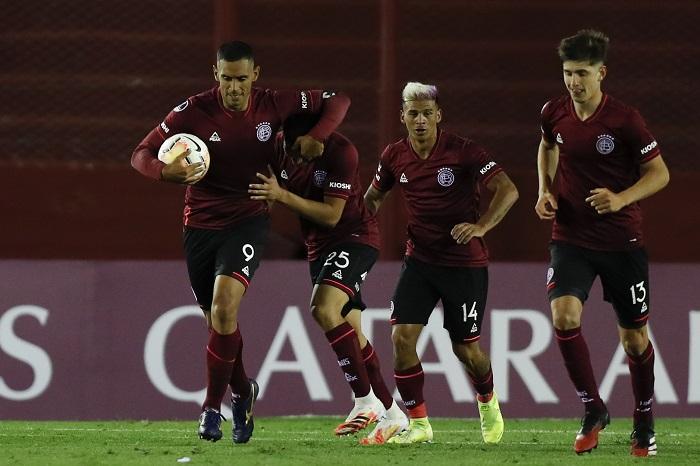 lanus-marca-nos-acrescimos-e-bate-o-sao-paulo-na-argentina-Futebol-Latino-28-10