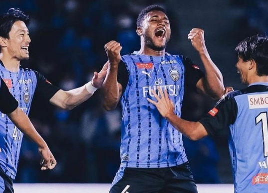 ex-atletico-mg-marca-gol-que-deixa-time-muito-perto-do-titulo-no-japao-Futebol-Latino-19-11