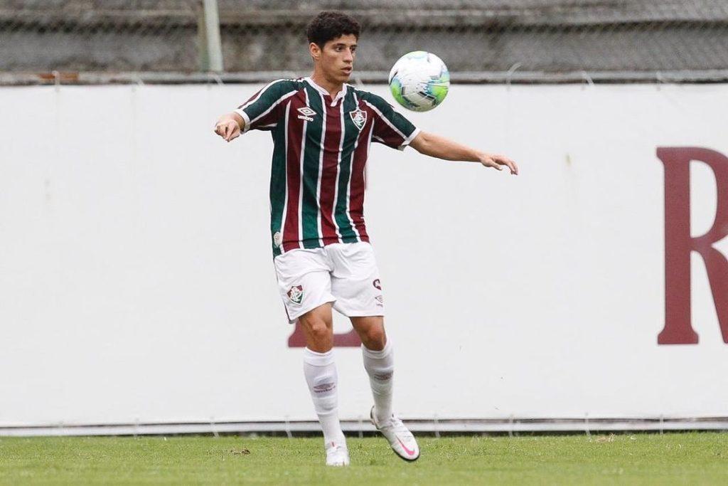 Yago-Fluminense-Futebol-Latino-08-01