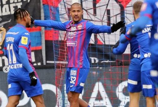 maior-artilheiro-de-selecao-latina-marca-primeiro-gol-em-volta-a-europa-Futebol-Latino-09-03