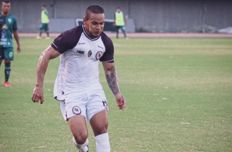 meia-venezuelano-marca-seu-primeiro-com-a-camisa-da-nova-equipe-Futebol-Latino-22-03