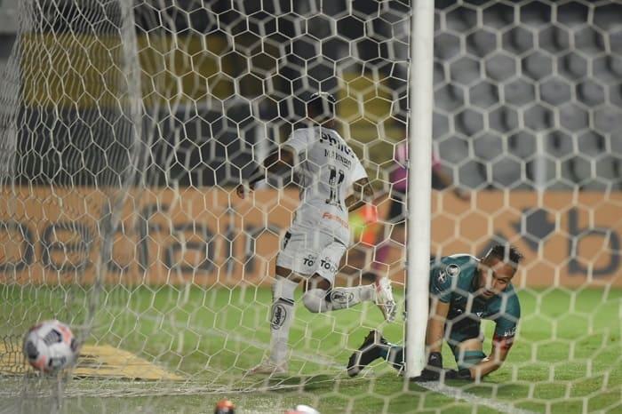 Santos-The-Strongest-Futebol-Latino-Lance-04-05