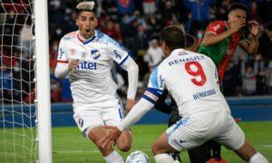 campeonato-uruguaio-nacional-cola-no-penarol-em-parte-alta-da-tabela-Futebol-Latino-18-10