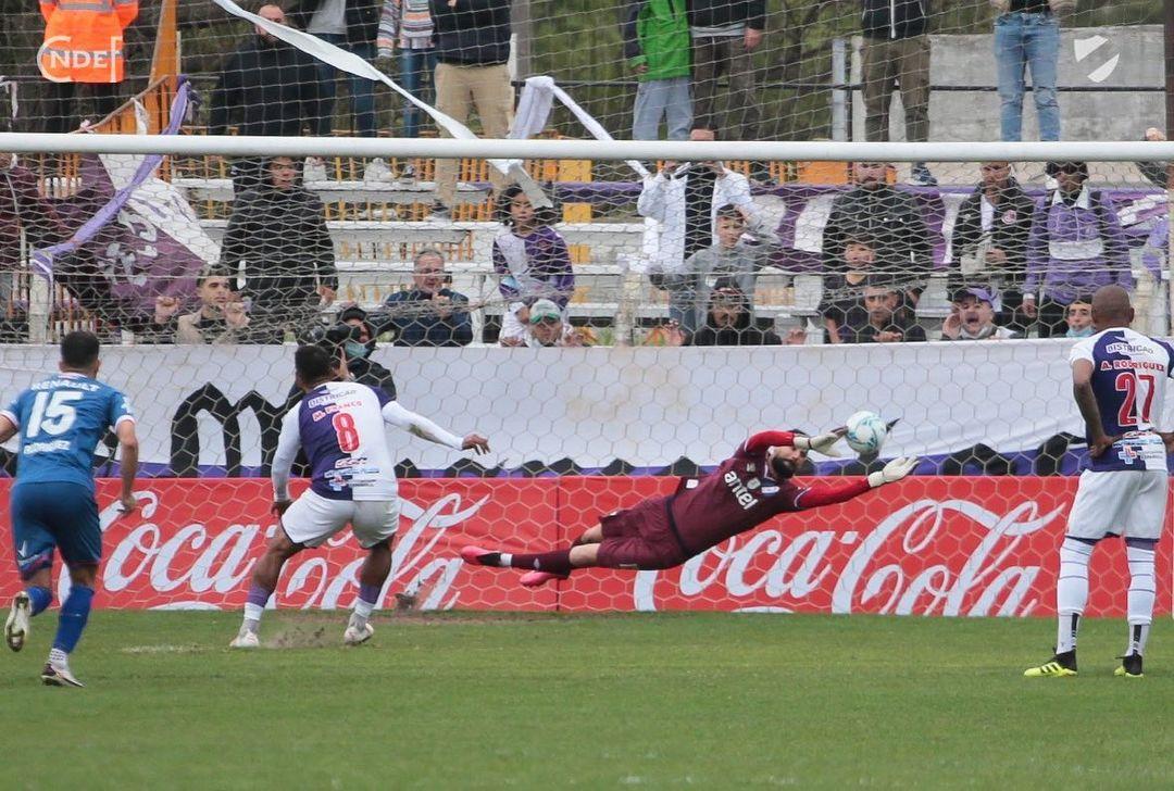 goleiro-com-passagem-pelo-brasil-comemora-nova-fase-no-nacional-Futebol-Latino-11-10