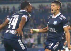 no-equador-emelec-e-catolica-seguem-perseguindo-o-del-valle-Futebol-Latino-18-10