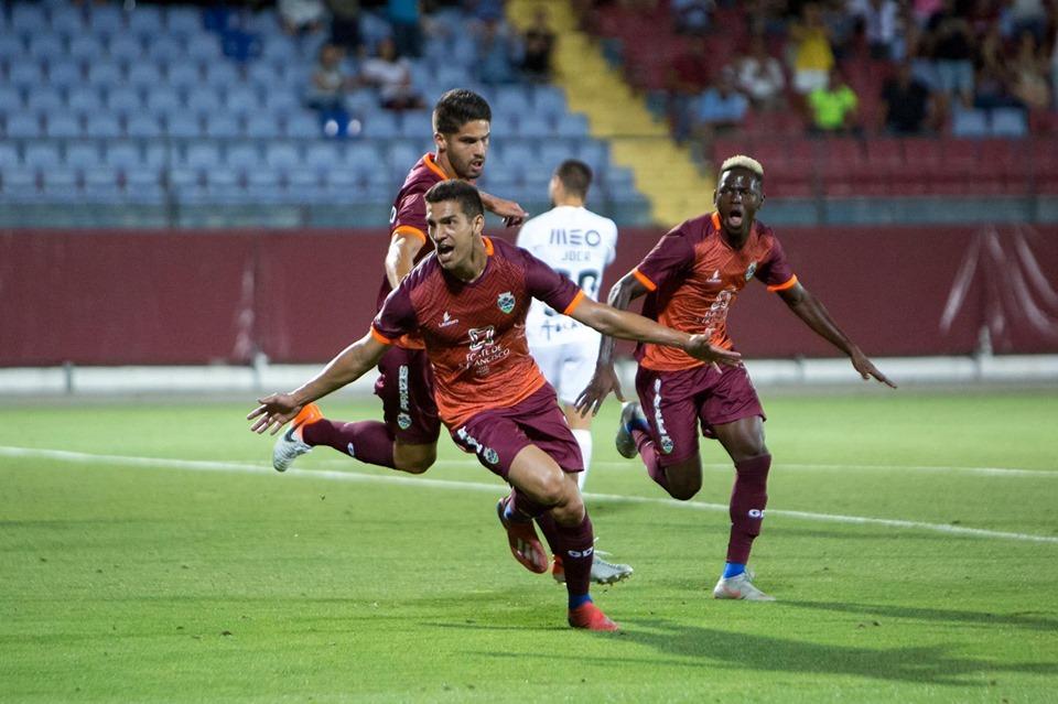 atacante-ex-gremio-e-bota-comemora-gol-na-pre-temporada-em-portugal-Futebol-Latino-27-07