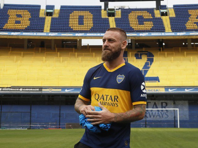 de-rossi-pede-100-camisetas-com-seu-nome-e-numero-ao-boca-juniors-Futebol-Latino-28-07