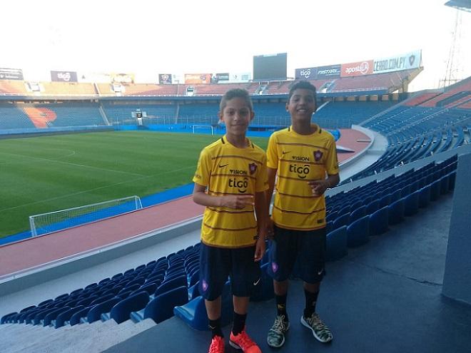 filhos-de-ex-jogador-de-futsal-xoxo-entram-na-base-do-cerro-porteno-Futebol-Latino-08-08