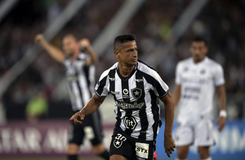 massacre-botafogo-aplica-goleada-no-sol-de-america-e-segue-na-sul-americana-Futebol-Latino-29-05