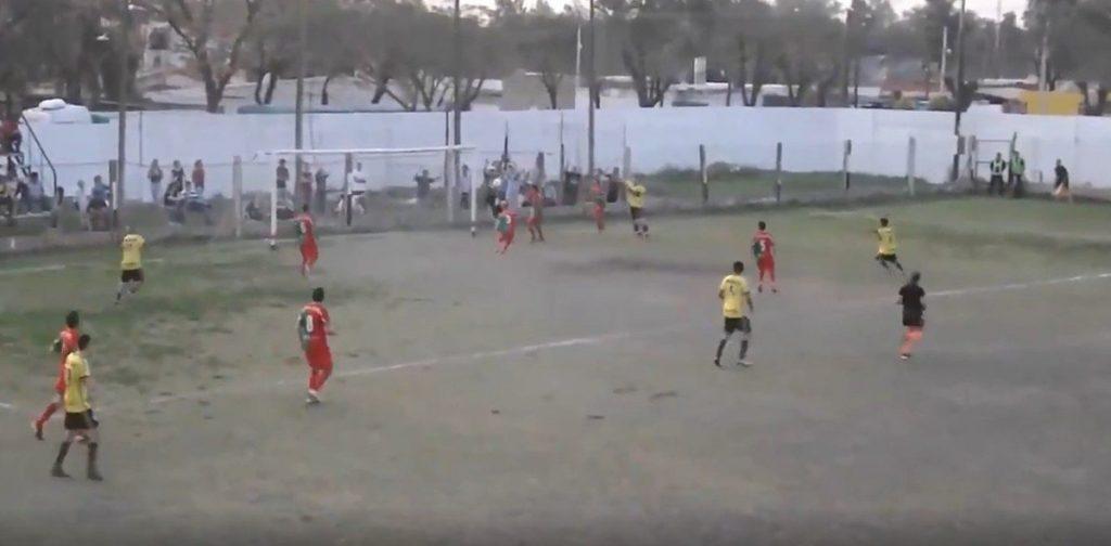 na-argentina-arbitro-valida-quase-que-inacreditavel-Futebol-Latino-16-09