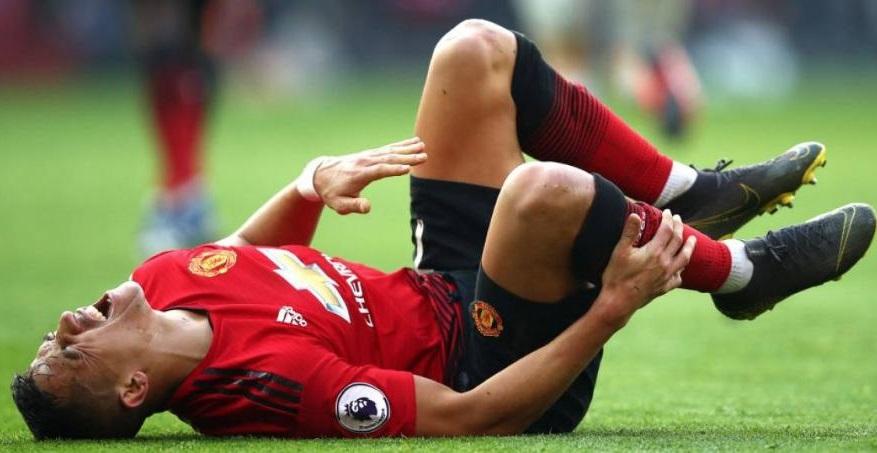 sanchez-sai-de-campo-lesionado-e-pode-encerrar-passagem-pelo-united-Futebol-Latino-02-03