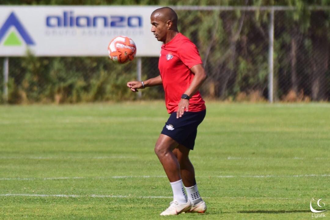 serginho-fala-em-recuperar-o-titulo-com-o-jorge-wilstermann-Futebol-Latino-24-07