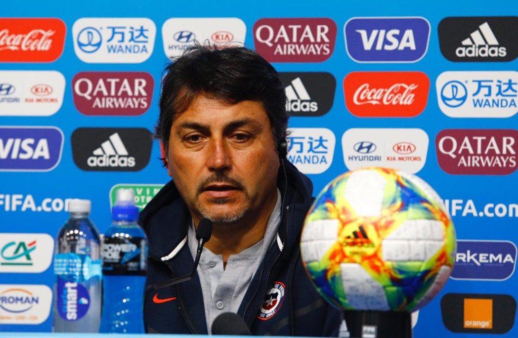 tecnico-da-selecao-feminina-do-chile-e-investigado-por-atitudes-indevidas-Futebol-Latino-02-10