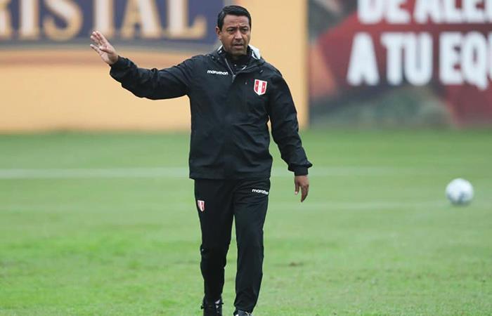 tecnico-peruano-diz-que-cueva-nao-pode-ser-crucificado-todos-nos-erramos-Futebol-Latino-04-10