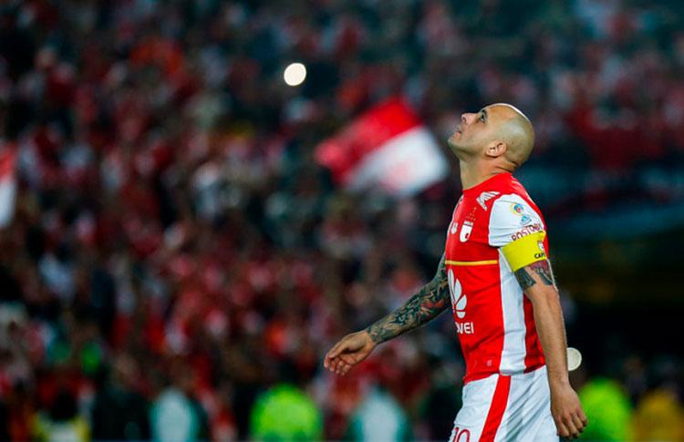 veterano-omar-perez-rompe-os-ligamentos-e-poe-em-risco-fim-de-carreira-Futebol-Latino-09-03